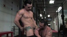 Muscled hunk takes a long stick up his ass and gets a mouthful of cum
