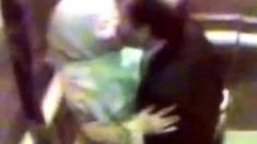 tudung cium dalam lift